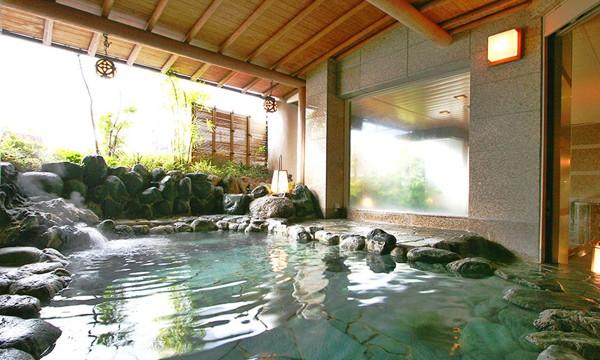 昼夜で雰囲気の異なる露天風呂。