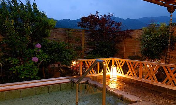 伊豆の山並みを眺めながらゆっくりとご入浴。