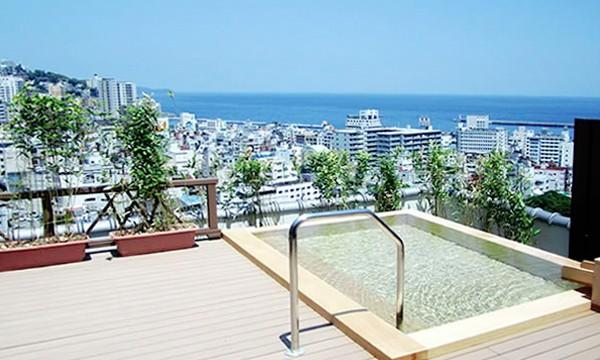 熱海の市街地や海を一望できる絶景の露天風呂。