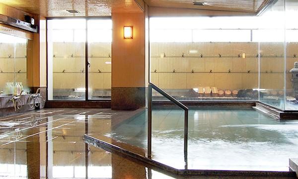 自家源泉の広々とした大浴場。